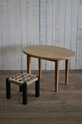 オーバルテーブルとイス