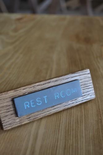 REST ROOMのネームプレート