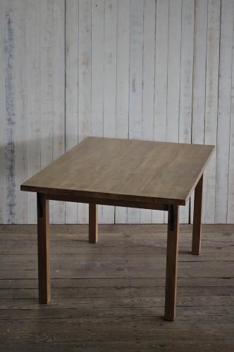 米ツガ材のテーブル