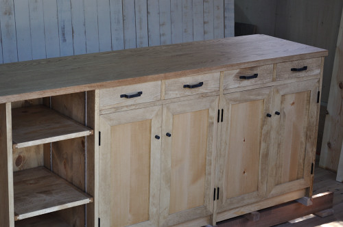 無垢材のキッチン収納