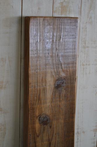 ラフなスギ材の棚板
