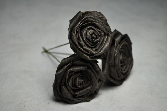 ブラックのかんなくずのバラ